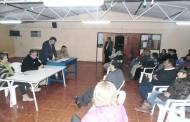 Vecinos de villa El Ingenio no tienen sede: se reúnen en la sede de línea de taxis colectivos