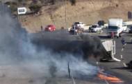 Cuatro horas demoró bomberos en incendio de camión volcado