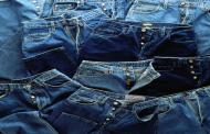 Barata la sacó bella estudiante que sustrajo 100 mil pesos en jeans