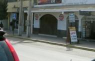 Grupo de jóvenes arrebató su celular a colombiano que estaba en la puerta de un Pub