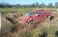 Dos lesionados tras colisión de  camioneta con caballar