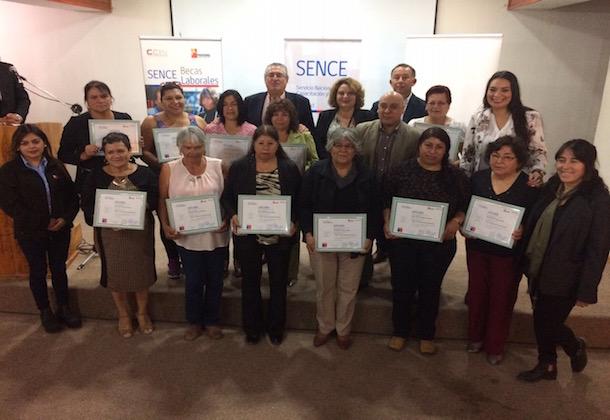 Mujeres punitaquinas se certifican en confección de Ropa Industrial