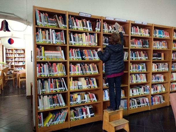 Ovallinos le sacan provecho a la biblioteca pública