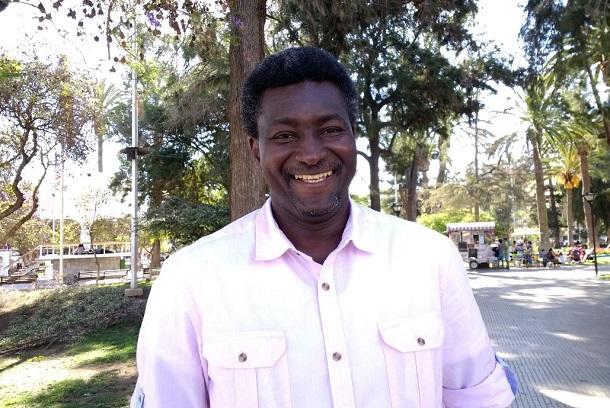El profesor de Senegal que llegó a Ovalle y ayuda a cientos de personas