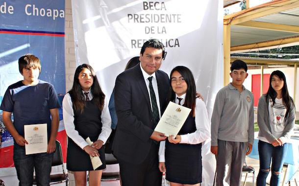 CHOAPA: 154 estudiantes destacados reciben Beca Presidente de la República 2017