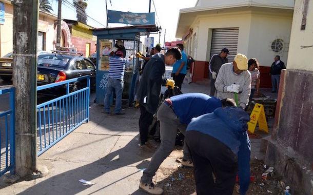 Retiran viejo quiosco de la entrada del Mercado Municipal