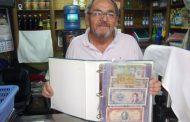 Suplementero se desprende de su valiosa colección de monedas