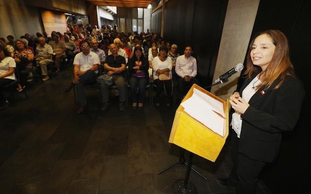 Intendenta Pinto se reúne con adultos mayores en su primera visita a Salamanca