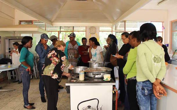 Exitoso cierre de taller de cocina orientado a mujeres inmigrantes