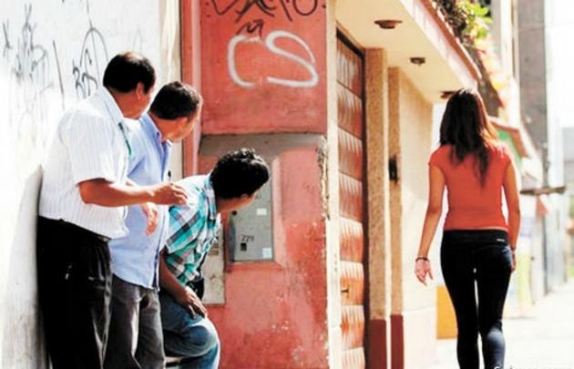 Acoso callejero: hasta 540 días de presidio arriesgan quienes incurran en una acción con contacto corporal
