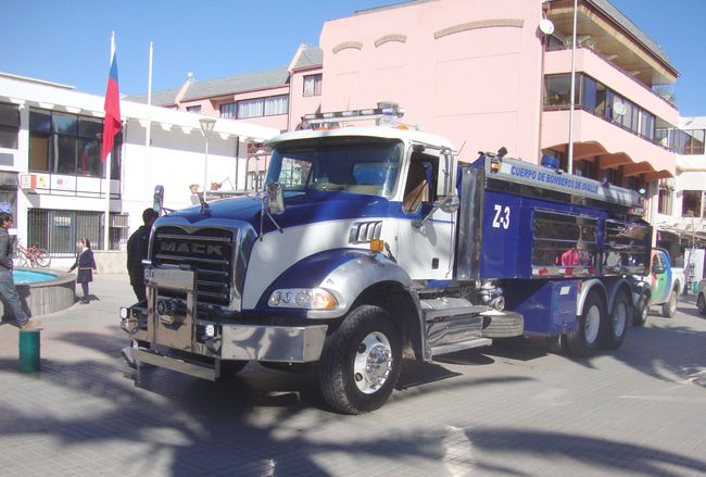 Bomberos de Ovalle reciben con alegría el esperado camión aljibe