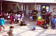 Niñitos de Jardín Infantil Limarí reciben visita de bomberos de Ovalle