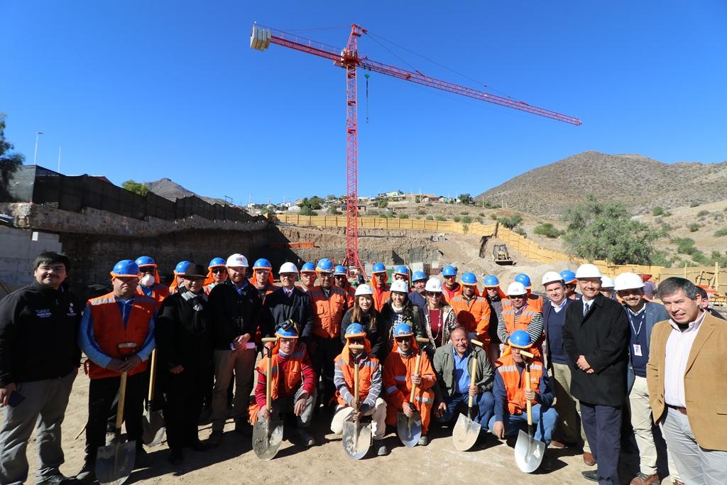 Instalan primera piedra de nuevo CESFAM de Pichasca