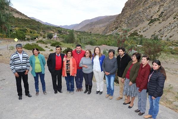 Situación del agua potable reúne a autoridades con vecinos de Monte Patria