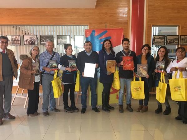 Regalan 120  libros a docentes de Punitaqui