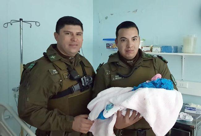 Madre tuvo a su bebé en casa asistida por funcionarios de carabineros