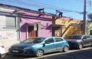 FotoNoticia: Trabajadores realizan desmonte de techumbre sin protección alguna