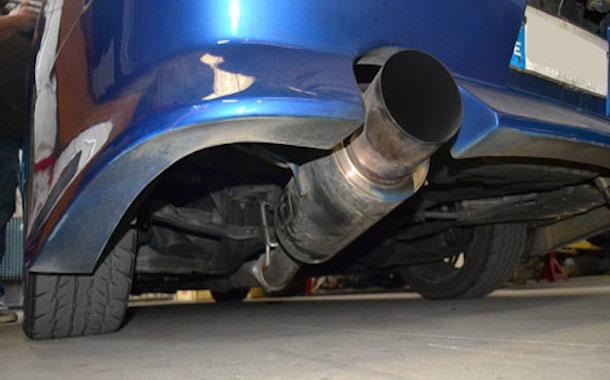 ¿Por qué carabineros no controla los vehículos con tubos de escapes arreglados?