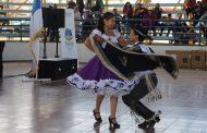 Masiva participación de estudiantes en campeonato comunal de cueca