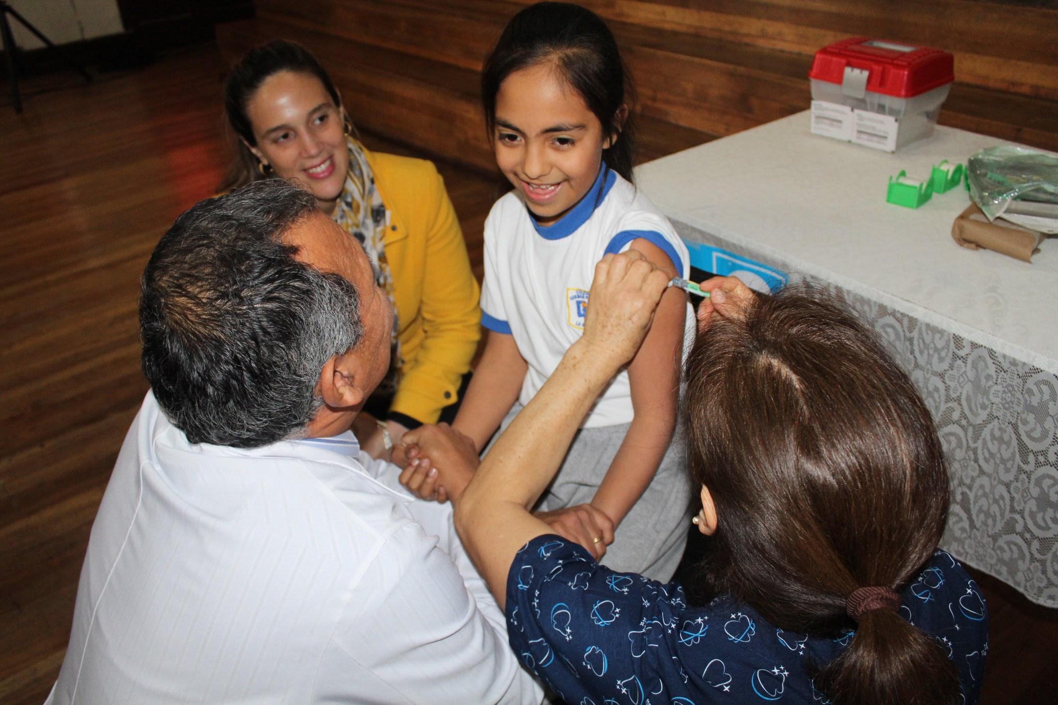 Región: Cobertura de vacunación en Plan Escolar es reconocida a nivel nacional
