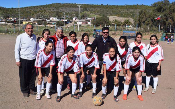 Fútbol femenino inicia un nuevo torneo en Ovalle