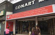 Tienda ovallina realiza sus descargos en el frontis de local frente a normativas laborales