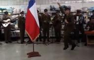 Viral: Alumno carabinero sorprende con baile a la bandera en supermercado ovallino