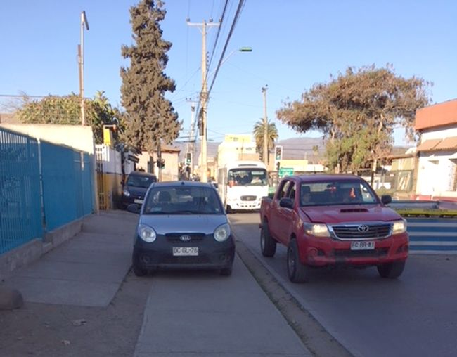 Protesta conocido vecino: Veredas para uso de peatones