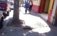 """Lector denuncia tapa de cámara rota en el centro: """"Que la Municipalidad la arregle"""""""