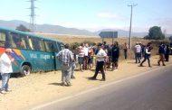 Bus colisiona con automóvil y vuelca en ruta D- 43