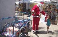 Viejo Pascuero cambió el trineo por un triciclo para llevar alegría a los niños