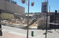 AHORA: Cae cierre perimetral de propiedad demolida en pleno Paseo Peatonal