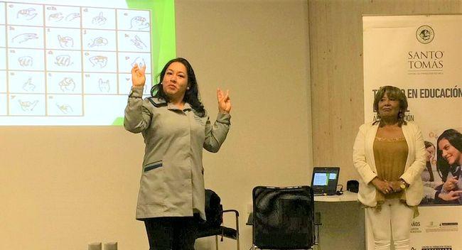 Con introducción a la lengua de señas se preparan futuros alumnos de  Educación Especial