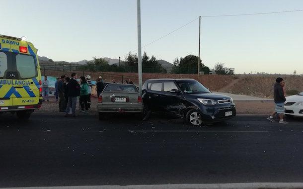 Colisión entre dos vehículos se registra esta mañana en la costanera de Ovalle
