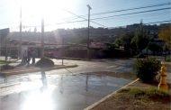 Lectores denuncian agua corriendo por calles del sector Portales e Independencia