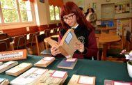 """Convocan a estudiantes de la región a Concurso Literario """"El Sello Gabriela Mistral"""""""