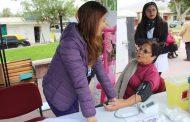 Adultos Mayores de Monte Patria se informan sobre programas en Feria de la Salud