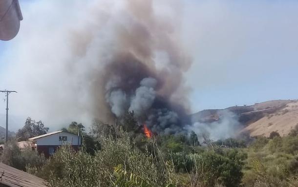 AHORA: Incendio forestal declarado en Lagunillas amenaza sectores habitados