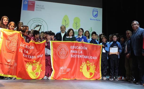 Establecimientos educacionales de Monte Patria reciben Certificación Ambiental
