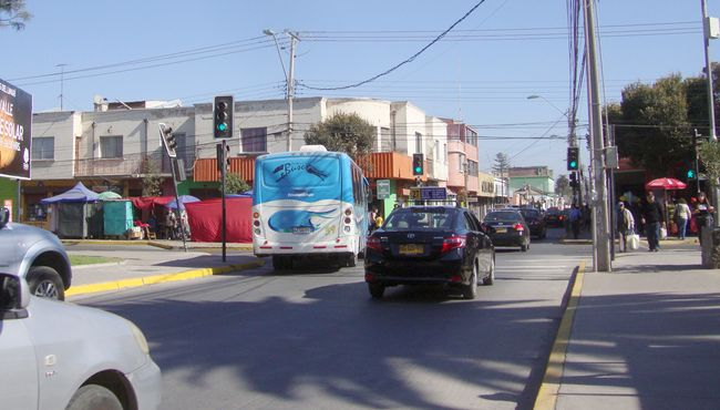 Conductores reclaman por semáforos que miran hacia otro lado