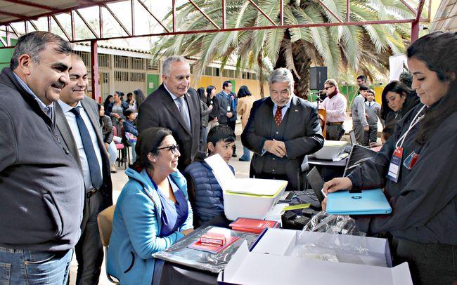 En Punitaqui dan inicio a la entrega de computadores en el Limarí