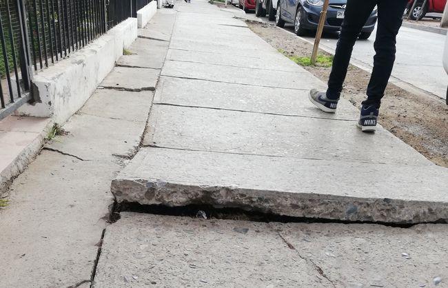 Vecinos piden programa para el arreglo de peligrosas veredas deterioradas