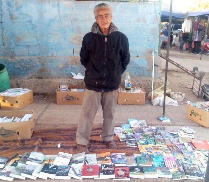 El Viejito de los libros es indispensable en una ciudad sin librerías
