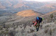 Cargándolo al hombro carabineros de Punitaqui rescata a excursionista fracturado