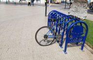 Increíble pero cierto: frustran robo de bicicleteros de la plaza