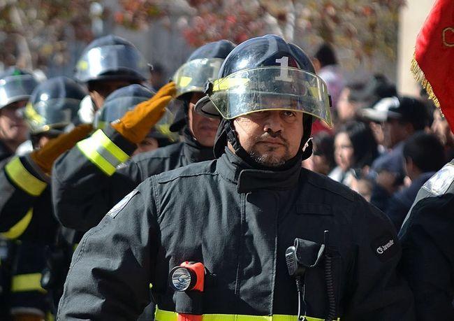 Banda de delincuentes roba equipo desde automóvil de bombero
