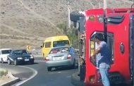 Camión aljibe vuelca en zona de curvas en camino a pueblo de  Limarí