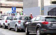 Estacionamientos para furgones escolares ocupados por vehículos particulares