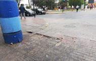 Camiones de transporte de valores rompen losas del paseo peatonal