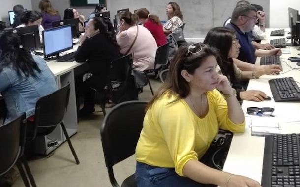 Emprendedoras ovallinas se capacitaron en herramientas computacionales